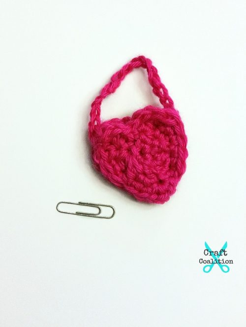 My Dolly Heart Purse free crochet pattern on CraftCoalition.com