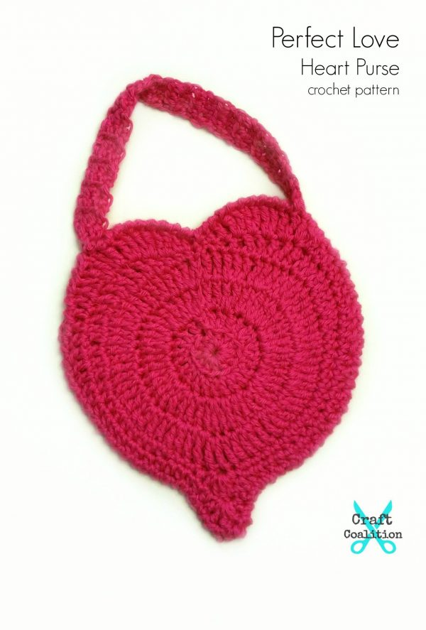 Perfect Love Heart Purse free crochet pattern on CraftCoalition.com pin